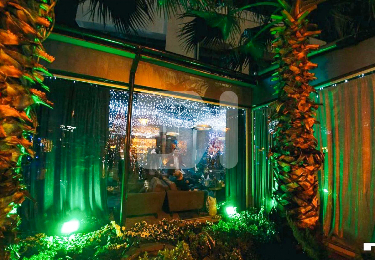 Караоке-бар с летней верандой